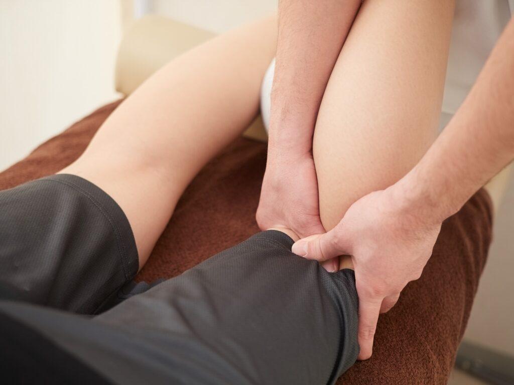 変形性膝関節症の症状の進み方と治療方法